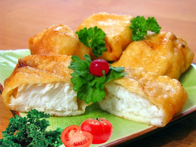 РЫБА В ЛУКОВОМ КЛЯРЕ - это просто Находка! Нежное и Сочное рыбное филе в необычном кляре. Рыбка действительно Тает во рту!