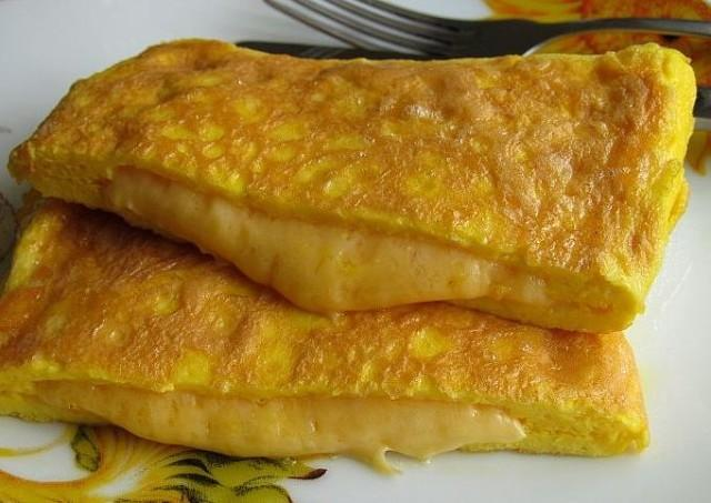Экспресс-завтрак: Яичные конвертики с сыром