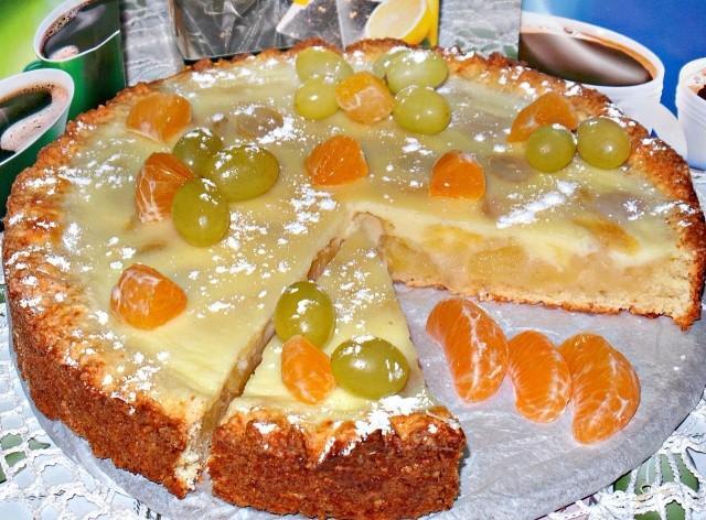 Заливной, творожно яблочно-виноградный пирог получается очень-очень вкусный, с нежной начинкой.