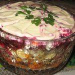 Потрясающий салат Лакомка