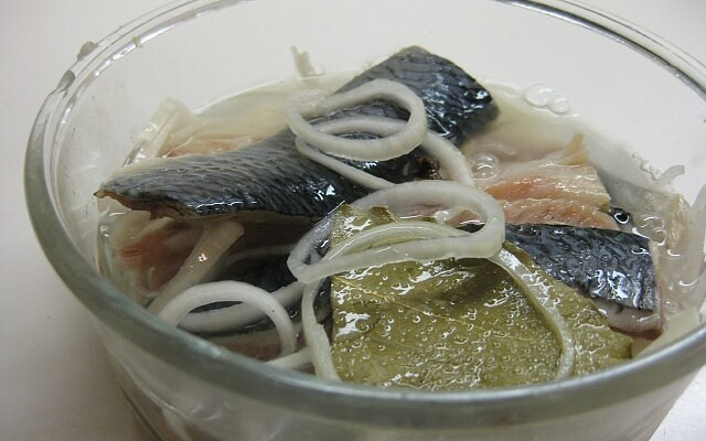 selidi-s-gorocicinoi-zalivke-foto