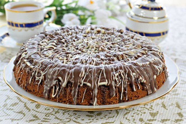 Кофейный пирог получается необыкновенно вкусным, легким, нежным и даже изящным и деликатным. Достойная выпечка.