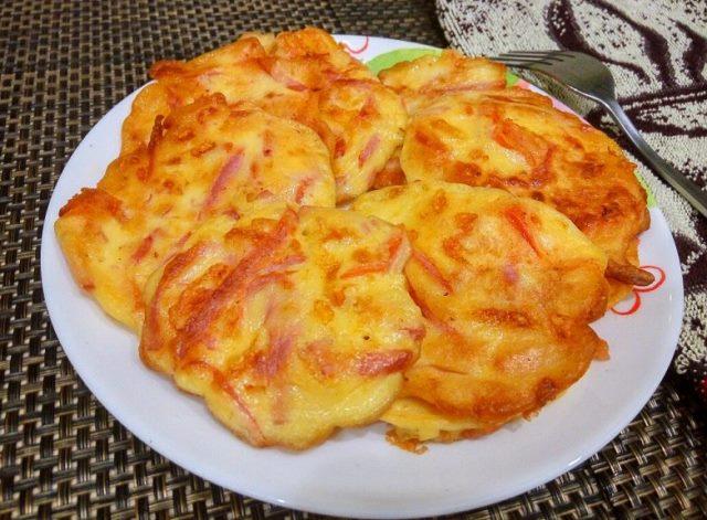Оладьи в стиле пицца. Объедение! Необыкновенно вкусный, ароматный и сытный завтрак!