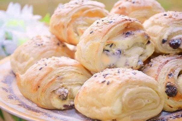 Слоёные булочки с творожной начинкой и изюмом - вкуснее не едала